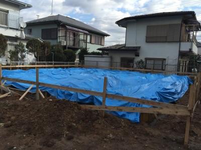 基礎工事後の雨