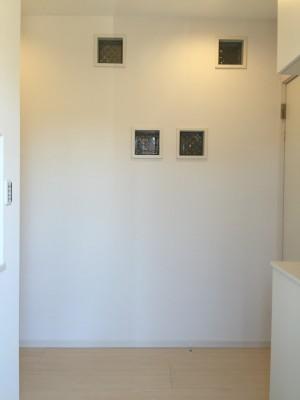 玄関前の壁